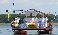 Msza na wodzie przyciągnęła 2,5 tys. wiernych - Serwis informacyjny z Rybnika - naszrybnik.com