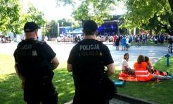 Policjanci dbali o bezpieczeństwo młodych pielgrzymów w Rybniku - Serwis informacyjny z Rybnika - naszrybnik.com