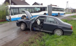 Wypadek autobusu miejskiego z samochodem osobowym - Serwis informacyjny z Rybnika - naszrybnik.com