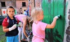 Wielkie malowanie podwórkowych komórek przy Przemysłowej - Serwis informacyjny z Rybnika - naszrybnik.com