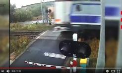 Czerwionka-Leszczyny: TIR wjechał pod pociąg - Serwis informacyjny z Rybnika - naszrybnik.com