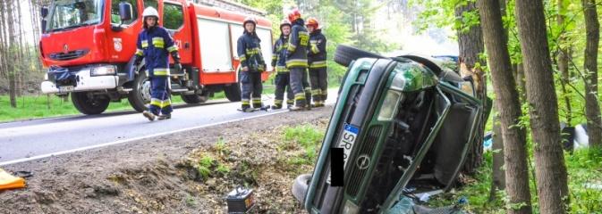 Opel astra z Rybnika rozbił się na drzewie na trasie Kuźnia Raciborska - Rudy - Serwis informacyjny z Rybnika - naszrybnik.com