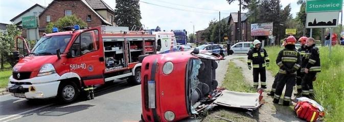 Wypadek na skrzyżowaniu Furgoła z Armii Krajowej w Czerionce-Leszczynach - Serwis informacyjny z Rybnika - naszrybnik.com
