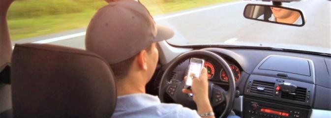 Łapki na kierownicę. Telefon zajmuje ręce – rozmowa zajmuje umysł - Serwis informacyjny z Rybnika - naszrybnik.com