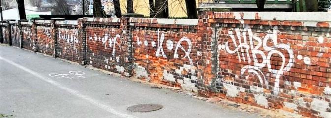 Może Ty widziałeś wandali, którzy pomalowali elewacje? - Serwis informacyjny z Rybnika - naszrybnik.com