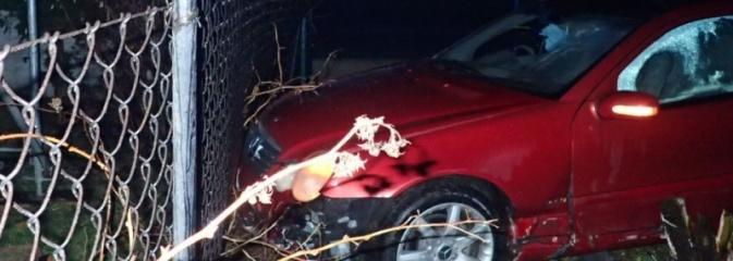 Nietrzeźwy kierujący uderzył w płot, zostawił auto i... uciekł - Serwis informacyjny z Rybnika - naszrybnik.com