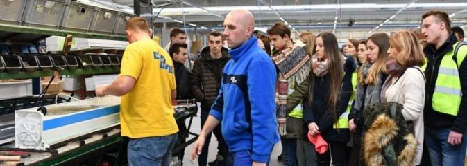 Młodzież poznaje specyfikę pracy w Eko-Oknach - Serwis informacyjny z Rybnika - naszrybnik.com