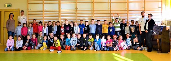 Piłkarze KS ROW Rybnik z wizytą w ZSP numer 7 w Rybniku - Serwis informacyjny z Rybnika - naszrybnik.com