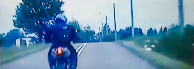 Motocyklista z bronią maszynową uciekał przed policją [WIDEO] - Serwis informacyjny z Rybnika - naszrybnik.com