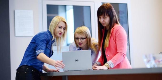 Wybierając studia oceniaj rynek pracy
