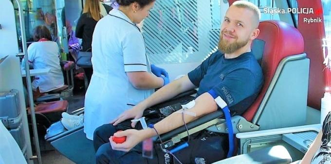 Policjanci oddawali krew